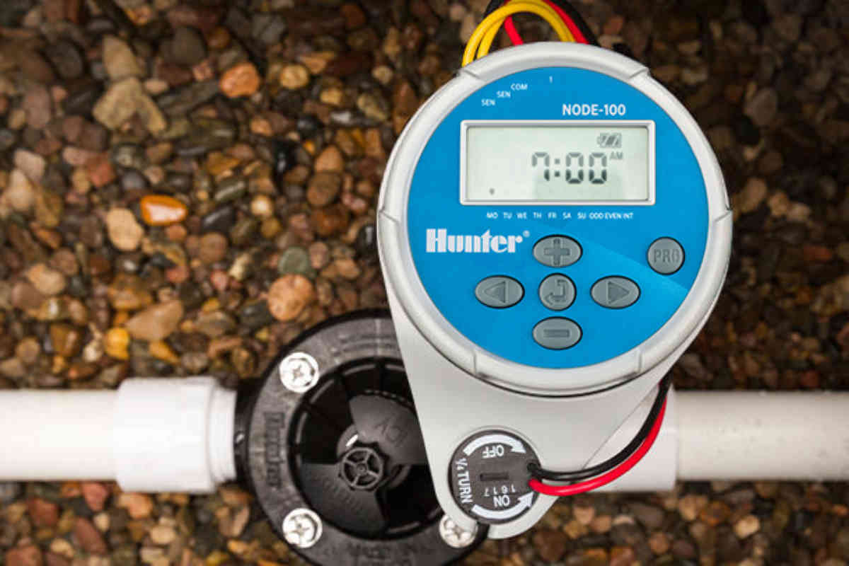 This battery-powered, waterproof controller offers automatic irrigation control for temporary irrigation and sites without electricity.